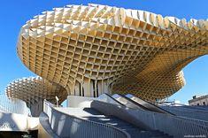 (D) Seville, Metropol Parasol -> Offre un peu d'ombre au passant et une très belle vue quand on est sur son toit #UneSource