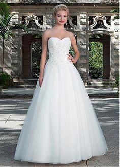 Gorgeous Tulle Sweetheart Neckline A-line Wedding Dresses with Beaded Lace Appliques