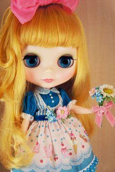 Sweet Penny Picks Flowers www.juniemoon.jp