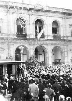 La primera izada de la Bandera de Andalucía en el Ayuntamiento de Sevilla