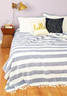 淡い色合いが可愛くてオシャレなマリン風ベッドコーディネートです。