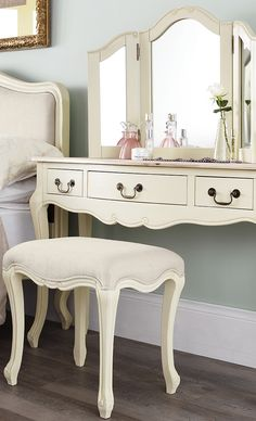 Cream antique dressing table set