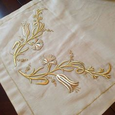 Types Of Embroidery, Gold Embroidery, Embroidery Dress, Embroidery Patterns, Machine Embroidery, Creative Embroidery, Brazilian Embroidery, Gold Work, Satin Stitch
