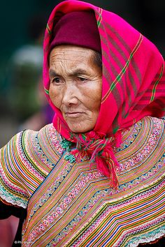 ˚Flower Hmong woman in Bac Ha market, Vietnam