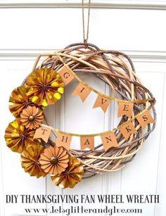 DIY Thanksgiving Fan Wheel Wreath