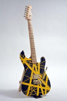 NUEVA YORK.- Unas 300 guitarras, algunas de ellas tocadas por Eric Clapton, Elvis Presley y Eddie Van Halen, van rumbo a una subasta en Nueva York.  La subasta de...