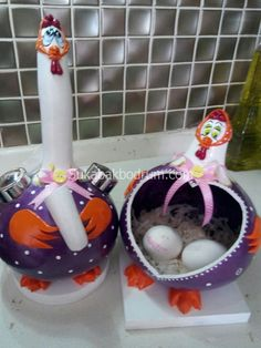 su-kabak-tavuk-35 | SU KABAK ABAJUR, ÖZEL HEDİYE, GOURD LAMP Hand Painted Gourds, Cement Pots, Diy Ostern, Gourd Art, Stone Painting, Easter Crafts, Garden Art, Diy And Crafts, Mandala