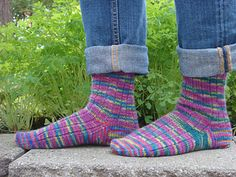 loom knitting learn how to knit beginners knitting finger knitting projects - video dailymotion - The Best Ideas Easy Crochet Slippers, Crochet Socks, Knit Socks, Loom Knitting, Knitting Socks, Knitting Patterns, Crochet Sock Pattern Free, Free Pattern, Finger Knitting Projects