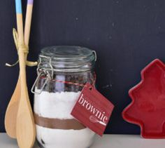 These DIY fudgey chocolate brownies make a brilliant gift for a foodie (or anyone who loves chocolate really)! Love Chocolate, Chocolate Brownies, Kilner Jars, Mason Jars, Diy Kits, Craft Projects, Yummy Food, Homemade, Meals