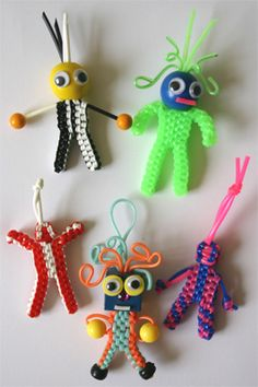 Making Scoubidou puppets, now translated in english as well! Enjoy!  http;//www.yoarra.nl