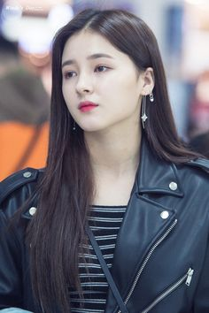 Momoland Nancy was born on April to a korean mother and american father. however her education is completed from daegu in Korea-bboom bboom Korean Beauty Girls, Beauty Full Girl, Cute Beauty, Korean Girl, Asian Beauty, Korean Face, Nancy Momoland, Nancy Jewel Mcdonie, Beautiful Indian Actress