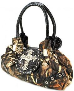 CountryBling  Camo purse.. Love the camo purses