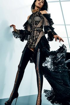 See the complete Balmain Resort 2018 collection.
