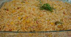 3 xícaras de arroz - 1 xícara de presunto Picado - 1 xícara de milho verde - 2 calabresas fina - 2 ovos cozidos - 3 colher de sopa de pimentão vermelho picado - ½ tomate picado - 1 cenoura picada - 200 g de mussarela - Cebola ralada e alho a gosto - Orégano a gosto -