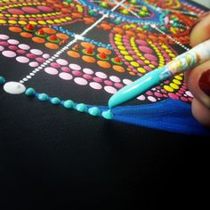 abstract dot art work in progress Tessa Smits #dots #painting #dotart #mandala #artistatwork