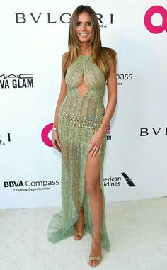 Heidi Klum from Oscars Robe verte paillettes Party Pics The runway veteran struck a pose at Elton John's Academy Awards viewing party in a beaded gown. Celebrity Style Casual, Non Blondes, Beaded Gown, Bikini Models, Look Fashion, Supermodels, Babe, Ideias Fashion, Celebs