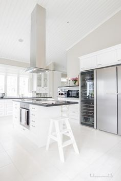 Scandinavian Style Interior, Kitchen Inspirations, Beautiful Kitchen Designs, Beautiful Kitchens, Home Kitchens, White Decor, Living Room And Kitchen Design, Kitchen Renovation, Home Decor
