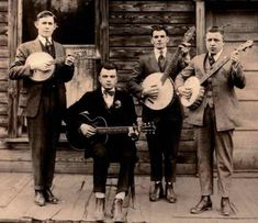 Old String Band - guitarist doesn't stand a chance! Vintage Photographs, Vintage Photos, Banjo Boy, Modern Country Music, American Folk Music, Band Photography, Music Images, Band Photos, Original Music