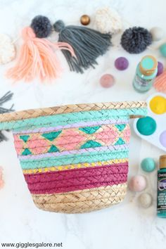 DIY Painted Baskets - Learn how to paint woven baskets with acrylic paint and give your outdated baskets a pop of color with fun patterns and shapes! Easy Diy Crafts, Diy Crafts To Sell, Diy Crafts For Kids, Sell Diy, Kids Diy, Decor Crafts, Painted Baskets, Woven Baskets, Craft Gifts