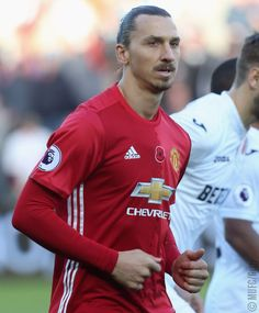 Zlatan Manchester Unaited, Manchester United Football, Best Player, You Fitness, Football Players, Athlete, Ice Baths, The Unit, Devil