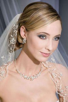 V7084 | Bel Are Bridal | Veil |