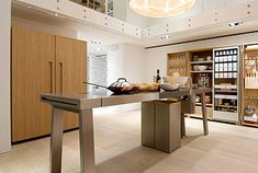 Legendary German kitchen manufacturer Bulthaup designed this unique kitchen furniture system The simple and minimal kitchen design includes a free Minimal Kitchen Design, Minimalist Kitchen, Minimalist Style, Kitchen Living, New Kitchen, Kitchen Island, Island Table, Kitchen Tables, Kitchen Ideas