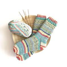 Wool Socks, Knitting Socks, Hand Knitting, Knitting Patterns, Love Crochet, Knit Crochet, Hand Gloves, Handmade Clothes, Knitting Projects