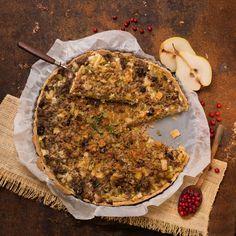 Birnentarte mit Faschiertem / Foto: Mona Lorenz Mona, Pie, Desserts, Grated Cheese, Pear Recipes, Oven, Cooking Recipes, Food Food, Torte