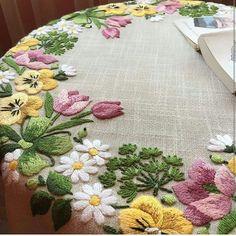 new brazilian embroidery patterns Brazilian Embroidery Stitches, Types Of Embroidery, Hand Embroidery Stitches, Hand Embroidery Designs, Embroidery Techniques, Embroidery Thread, Machine Embroidery, Embroidery Supplies, Embroidery Ideas