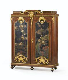 Armoire-bibliothèque en placage d'amarante, panneaux de laque de Coromandel et monture de bronze redoré en partie d'époque Régence   lot   Sotheby's