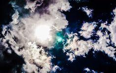 Anaïs Beauvoir     Des mots encore, un ciel toujours, Et il résonne un étrange silence, Sous un ciel en bleu de Prusse, Point de paroles pour dire le monde, Et il résonne un étrange silence, Des mots sont morts... Et soudain gronde l'orage sur l'humanité, Des mots sont méprisés, bafoués, humiliés. La vérité s'écrit ailleurs, Peut-être ! Des mots sont morts... ~ Anaïs Beauvoir ~ (Texte et photographie)