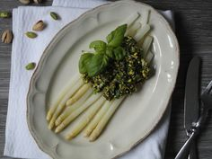 Pyry na Gaz: Szparagi z pistacjowym pesto