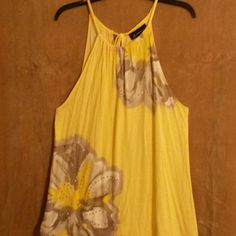 Yellow floral top, XL Some rhinestone accents. Tops