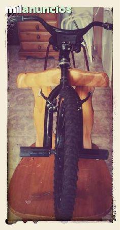 . Horquilla manillar y rueda de bicicleta marca monty rod. 20x 1.75, si eres de santiago de compostela te la entrego en tu casa, tambien recibo cambio que ofreces, gracias