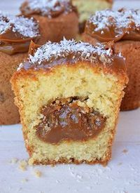 Coconut muffins and dulce de leche - Recetas - Pan Dulce, Sweet Recipes, Cake Recipes, Snack Recipes, Dessert Recipes, Cooking Recipes, Food Cakes, Cupcake Cakes, Dessert Chef