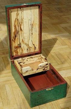 Milk-painted box - by llwynog @ LumberJocks.com ~ woodworking community Wooden Box Designs, Custom Wooden Boxes, Wooden Jewelry Boxes, Woodworking Box, Woodworking Projects, Faith Box, Box Maker, Woodworking Inspiration, Workshop Organization
