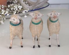 Sheep on the left, turned head & smiling face! ♥