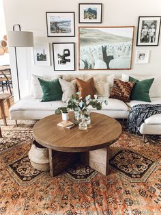 Room redo Vintage warm neutral Bohemian living room design is part of Living Room Designs Warm - I love the bohemian wall deco and boho chic rug in this interior design. Boho Living Room, Living Room Interior, Home And Living, Living Room Furniture, Living Room Decor, Small Living, Modern Living, Rustic Furniture, Antique Furniture