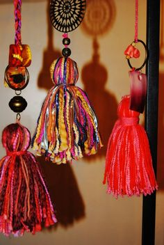 borlas Diy Craft Projects, Diy And Crafts, Arts And Crafts, Diy Tassel, Tassels, World Crafts, Diy Keychain, Passementerie, Fabric Jewelry