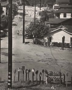 Pictures of Daily Life in Los Angeles in 1940s by Max Yavno