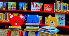 """Vicino a Piazza San Marco si può giocare, leggere e prendere libri in prestito alla BIBLIOTECA LORENZO BETTINI. Un luogo prezioso, aperto ai cittadini e ai turisti. Dal 15 novembre al 19 dicembre la biblioteca si illumina di letture animate, spettacoli, giochi e altre bellissime iniziative, per scoprire meglio il """"tesoro"""" delle biblioteche e della cultura condivisa: Tana Libera Libri. Festa d'autunno per libri e lettori. https://a0819.gastonecrm.it/uploads/File/Allegati/1113cv1_bettini.pdf"""