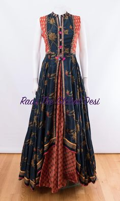 INDIAN CLOTHING ONLINE USA Stylish Dresses For Girls, Dress Clothes For Women, Indian Gowns Dresses, Indian Outfits, Simple Long Dress, Sleeves Designs For Dresses, Batik Fashion, Kurti Designs Party Wear, Batik Dress