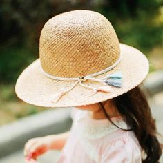 5068846b Beige straw sun protection hats for girls kids beach hat with tassel