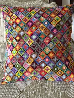 Folk Embroidery, Cross Stitch Embroidery, Embroidery Patterns, Needlepoint Designs, Needlepoint Pillows, Cross Stitch Designs, Cross Stitch Patterns, Crochet Pillow Cases, Sampler Quilts