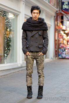 In Korean street fashion, Suit jackets, vests and cardigans are all seem well together.....I wonder if Caucasians would be look different if they worn this kind of clothes