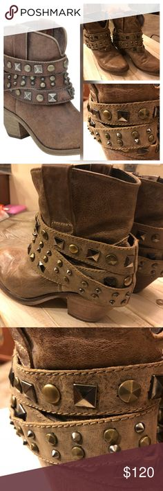 """Coral vintage saddle studded ankle boot EUC size 8- these are amazing and look great with dresses, shirts and capris. Sand/taupe color goes with everything. All leather and very comfortable to wear Heel 2.5"""" Coral leather boots Shoes Ankle Boots & Booties"""