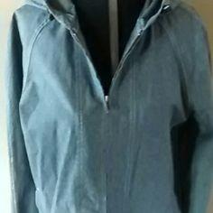 Eddie Bauer jacket Front zipper, deep pockets, hooded. Eddie Bauer Jackets & Coats