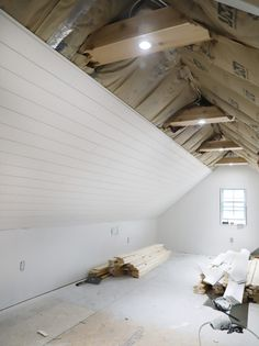 Our Attic Office is almost finished & with satin white shiplap ceilings, custom cedar beams, and knee walls for a defined space! Source by renosemipros The post White Shiplap Ceiling & Cedar Beams appeared first on Wise Cabinetry. Attic Master Bedroom, Attic Bedroom Designs, Attic Bedrooms, Attic Design, Upstairs Bedroom, Bedroom Loft, Architecture Renovation, Attic Renovation, Attic Remodel