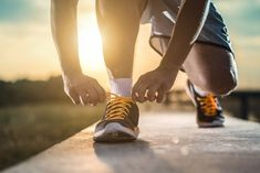 Great reasons to head out for a 15 minute walk, from walking for weight loss to the health benefits of walking. Walking Training, Walking Exercise, Walking Workouts, Running Routine, Running Tips, Sport Motivation, Health Benefits Of Walking, Mens Walking Shoes, Lose Weight