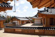 Hanok, traditional Korean house- i love hanok style yards Asian Architecture, Architecture Details, Interior Architecture, Interior Design, Korean Traditional, Traditional House, Beautiful Homes, Beautiful Places, Korean Design